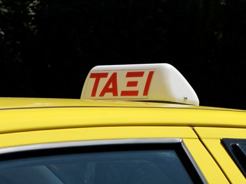 greek_taxi_sign_2
