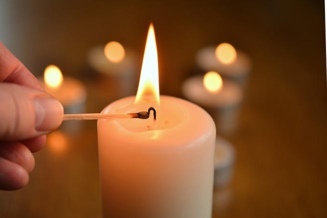 Kindle-Candle-Light-Candle-Flame-Burn-Candlelight-1750640.jpg